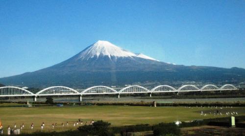 2011/12/10撮影 新幹線からみた富士山