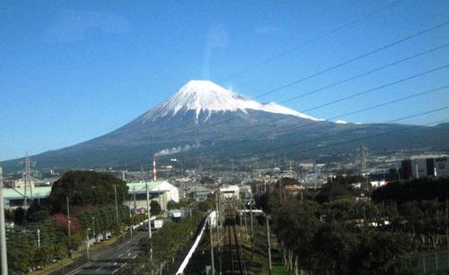 2011/12/10撮影 新幹線から見た富士山