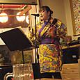 20160403_夕ご飯の「葵屋」の看板娘さんの歌、良いですね!